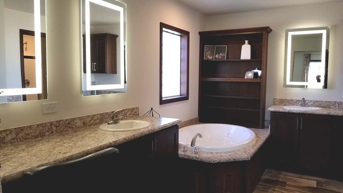 Commodore RX806 Pinewood Henderson Master Bath