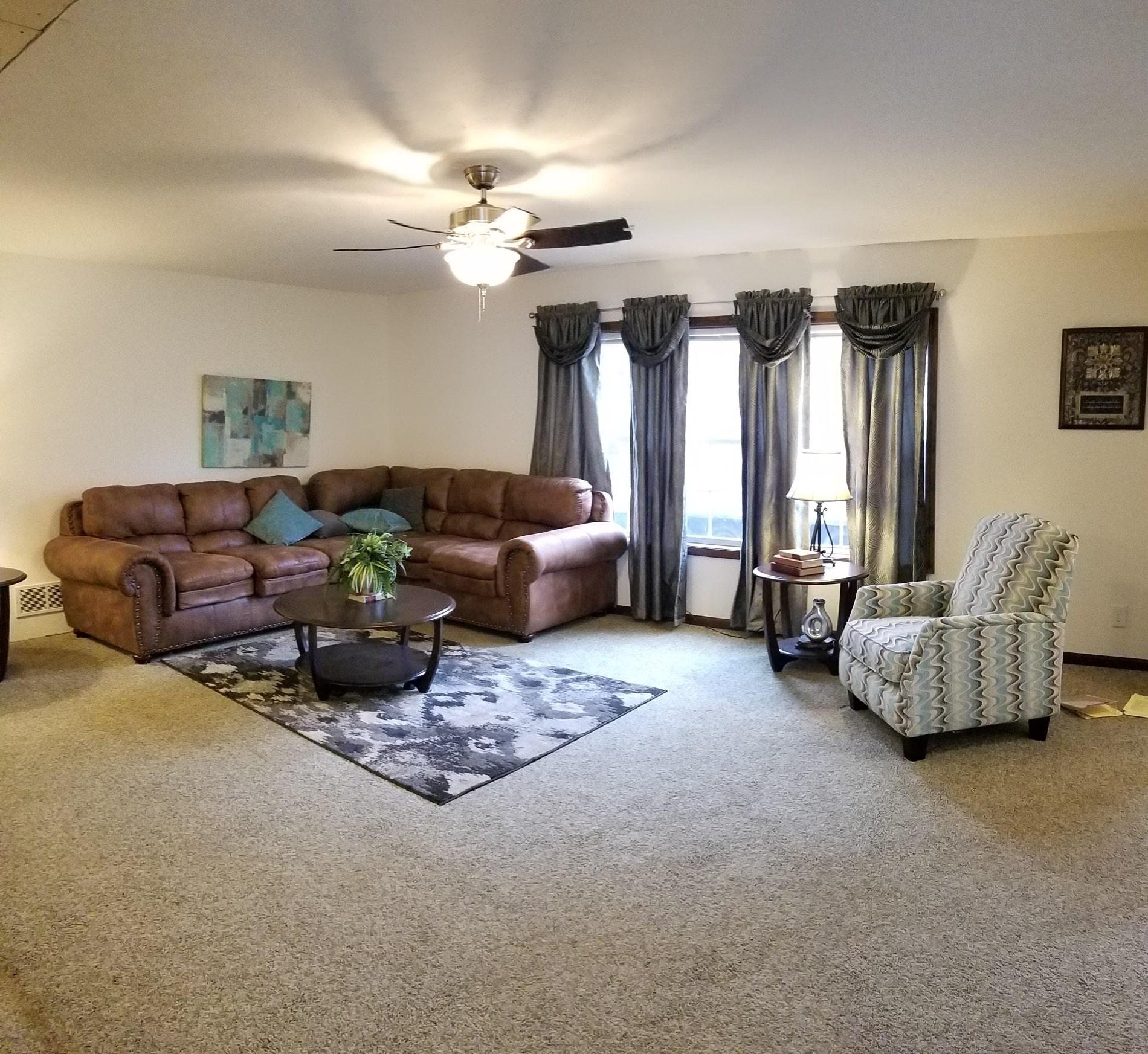 Commodore Princeton AW452 Henderson Living Room 2
